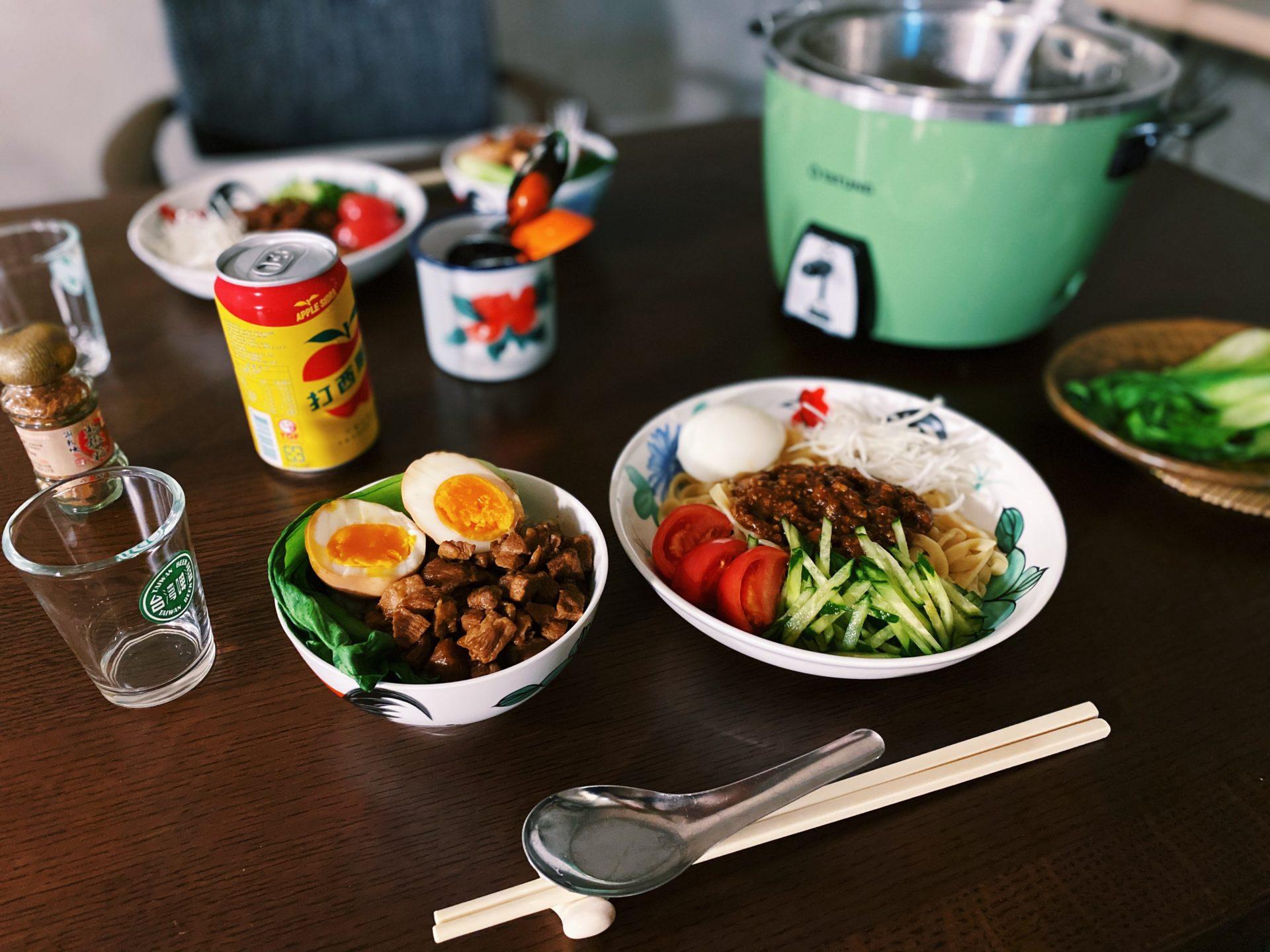 映画パラサイトに出てきたジャージャー麺が食べたくなって。ジャージャー麺+ルーロー飯の 炭水化物祭り