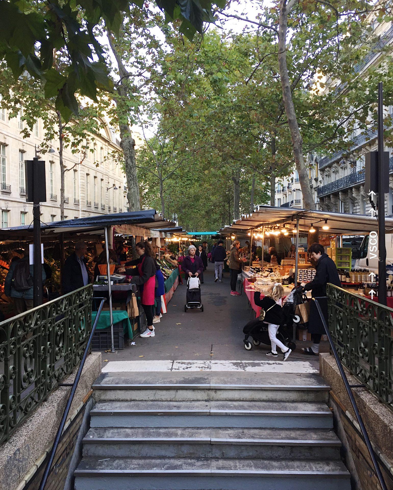 パリ6区にあるラスパイユのビオマルシェ